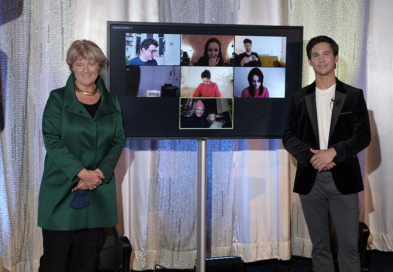 25.11.2020 BERLIN Tim Oliver Schultz und Monika Grütters moderieren den deutschen Kurzfilmpreis 2020 im Kino International   Copyright: Christian Schulz